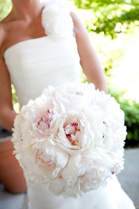 White peony bouquet web